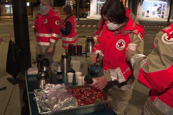 A compter du 31 octobre, les bénévoles de la Croix Rouge effectueront des maraudes chaque soir à Dijon, durant la période hivernale.