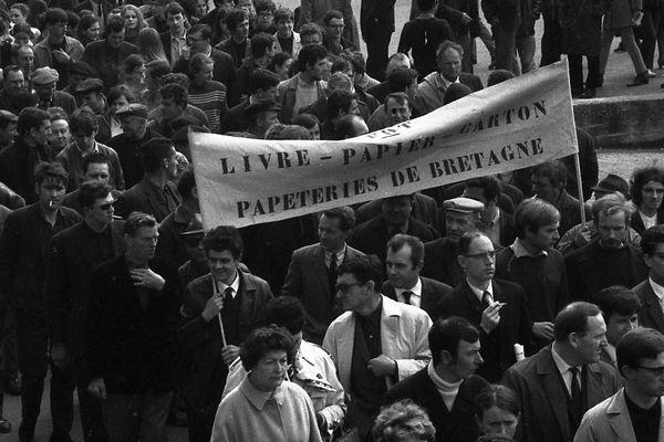 Le 29 mai 1968, manifestation des ouvriers du livre des papeteries de Bretagne