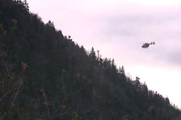 Recherches aériennes dans le Mont Veyrier le 24 décembre 2013.