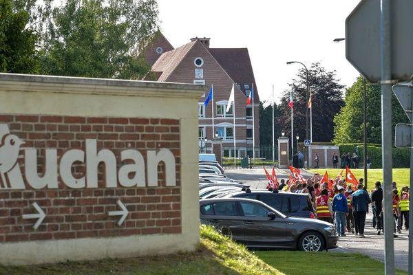 Manifestation devant le siège d'Auchan Retail ce jeudi à Croix.
