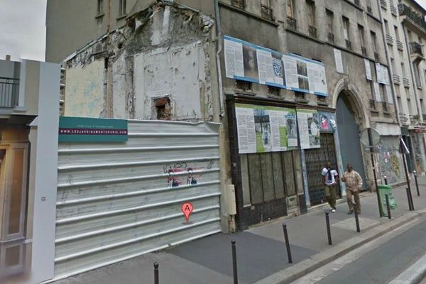 Rue de la Tombe Issoire (Paris, 14e), la ferme Montsouris est à l'abandon depuis des années.