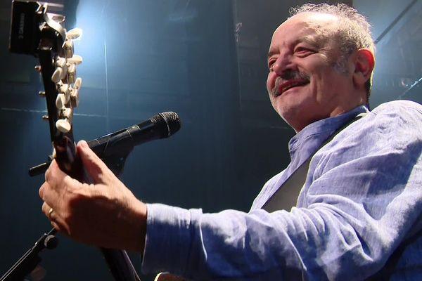 Louis Chedid revient seul sur scène pour une tournée en 44 dates, à partir de ce 25 septembre.