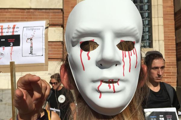 """Manifestation de l'association """"Femmes des Forces de l'Ordre en colère"""""""