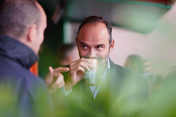 Édouard Philippe, Premier ministre et ancien maire du Havre, déguste un café brésilien lors du départ de la Transat Jacques Vabre au Havre