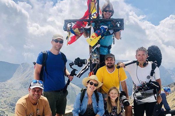 Sophie Jovillard, Thomas Dulac, sa fille Anais et l'équipe de Tournage au sommet du Canigou