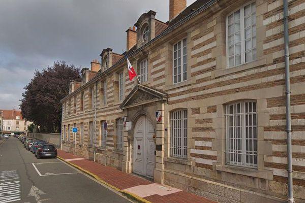 C'est dans les jardins de la sous-préfecture de Vitry-le-François que les élèves de l'école Louis Pasteur monteront les nichoirs LPO ce vendredi 17 janvier