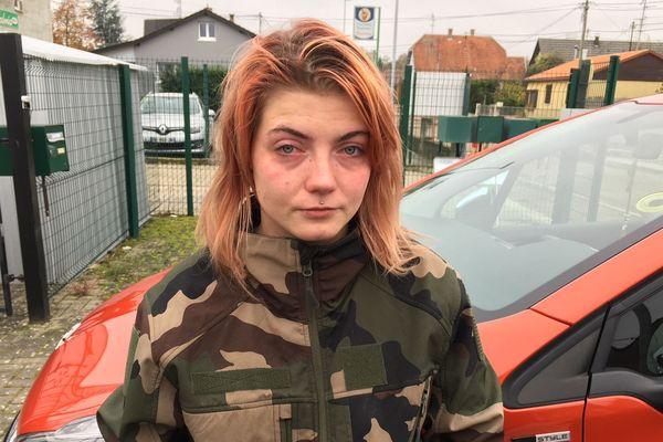 La fille du couple, âgée de 20 ans, est arrivée quand sa mère s'effondrait sur le trottoir.