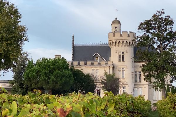 Le fameux  Château Pape Clément de Pessac se situe à l'intérieur de la rocade de Bordeaux.