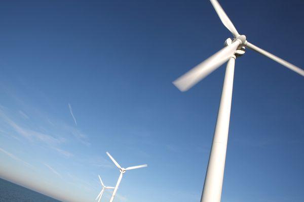 C'est officiel : les premières éoliennes flottantes d'Occitanie seront mises en service en 2022, au large Leucate et Gruissan dans l'Aude.