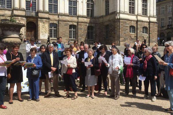 L'hymne européen chanté place du Parlement de Bretagne à Rennes ce 9 mai 2018 pour la journée de l'Europe