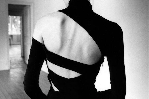 Jeanloup Sieff, Eve de dos, Kim Islinski, New York, 1997 [Haut et jupe Martine Sitbon, publiée dans New York 1997]