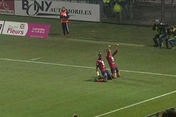 Juste avant la mi-temps, sur un corner, Dugimont dépose le ballon sur la tête du jeune Laporte qui marque ainsi son premier but en équipe une.