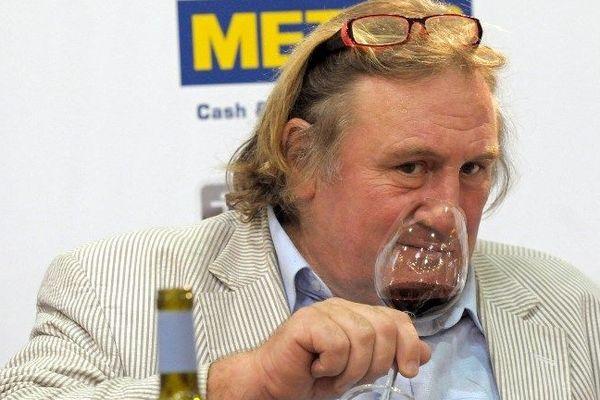 Gérard Depardieu à un salon du vin en 2006