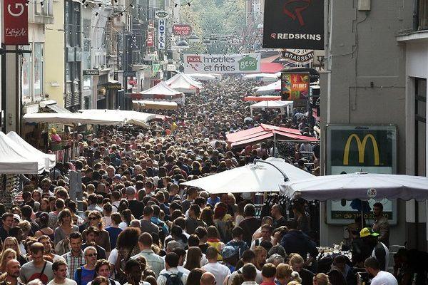 La foule, rue de Béthune à Lille lors de l'édition 2014 de la Braderie de Lille