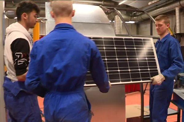 Une des étapes de fabrication d'un banc à énergie solaire