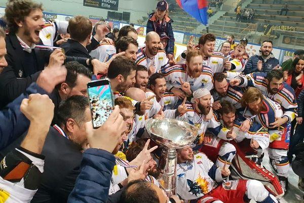 Dix ans après leur dernière victoire, les Brûleurs de Loups sont à nouveau champions de France !