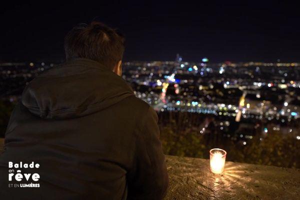 A Lyon, la Fête des Lumières 2020 est annulée, Grégory Cuilleron ouvre le livre des souvenirs avec ses invités dans une émission spéciale sur France 3 Auvergne-Rhône-Alpes.
