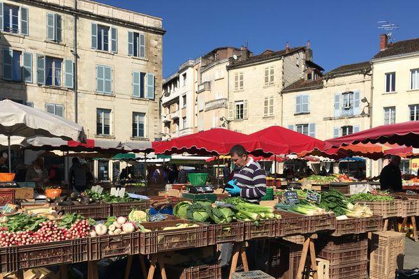 Le marché alimentaire de Périgueux le 18 mars 2020