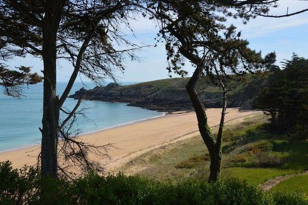 La plage de la Touesse est située sur la commune de Saint-Coulomb, entre Saint-Malo et Cancale.