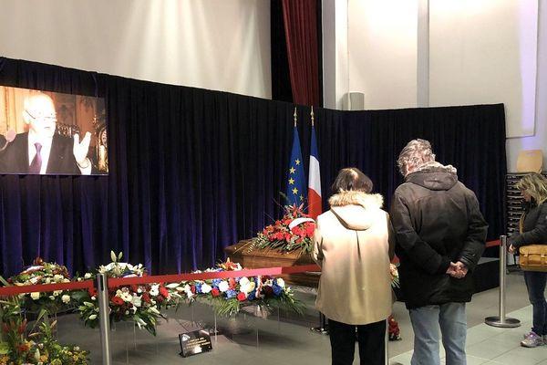 A Puy-Guillaume (Puy-de-Dôme), les habitants rendent hommage à Michel Charasse, resté maire de la commune pendant plus de 30 ans.