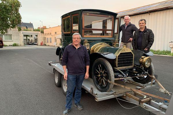 Une FN (voiture belge( de 1909 totalement restaurée est arrivée au musée de l'automobile de Reims mercredi 6 octobre.