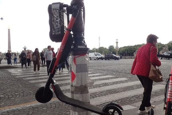 Paris compte plus d'une dizaine d'opérateurs engagés sur le marché de la location en free floating de trottinettes électriques (illustration).