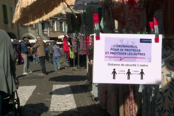 Les commerçants doivent désormais obligatoirement porter un masque au marché de Louhans.