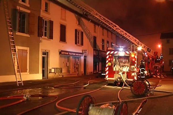 D'importants moyens ont été mobilisés pour venir à bout des flammes.