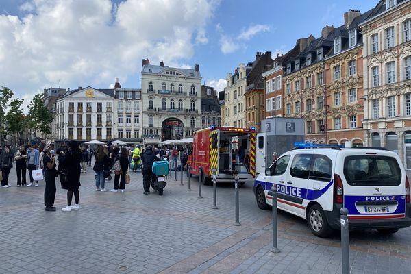Un automobiliste a percuté un piéton sur la Grand Place de Lille avant de prendre la fuite.