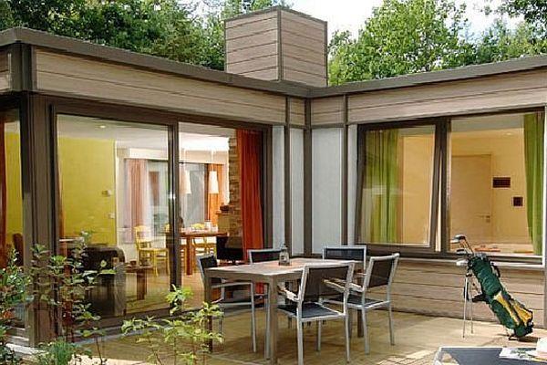 Le groupe Pierre et Vacances projette de construire un Center Parcs sur le site du Rousset, en Saône-et-Loire, et un autre dans la forêt de Poligny, dans le Jura.