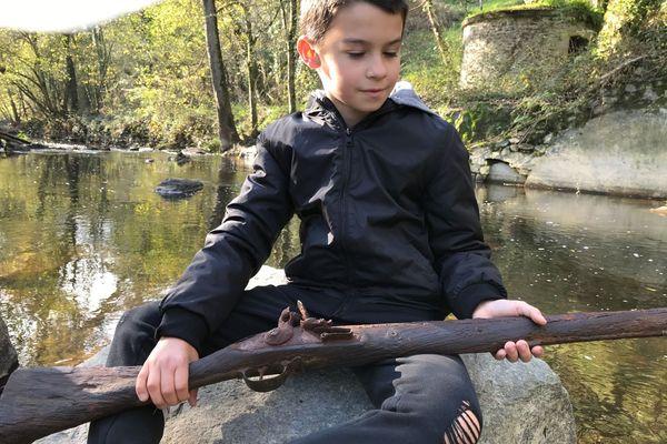 Matéis, en trouvant ce fusil, a suscité l'intérêt de sa classe pour l'histoire des Chouans mayennais