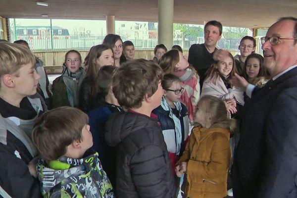 Lundi 9 mars 2020 - Beuzeville (Eure) François Hollande en visite au collège Jacques-Brel