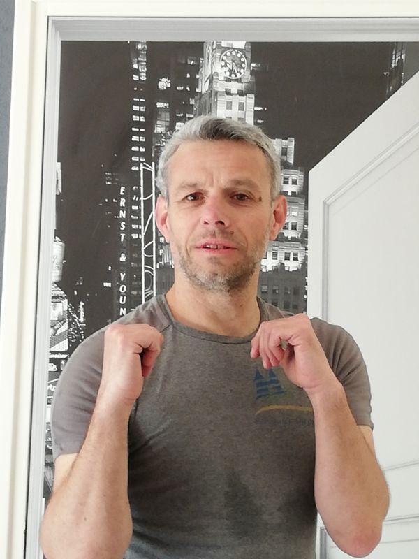Olivier Delabarre entraine les jeunes aux jeux d'échecs et bientôt à l'art de la boxe.