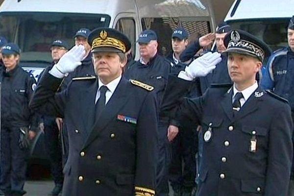 Comme à Auxerre, dans l'Yonne, une minute de silence a été observée à 11 heures dans les commissariats de France mardi 13 janvier 2015,