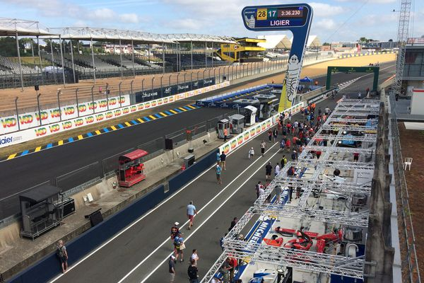 Les stands des 24 Heures du Mans 2017