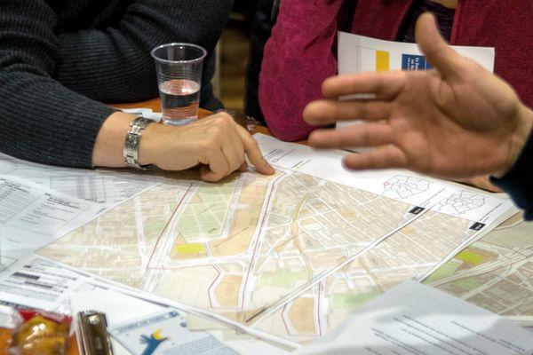 Pour la troisième année, des bénévoles ont sillonné les rues de Paris dans la nuit de jeudi à vendredi à la rencontre des SDF de la ville.