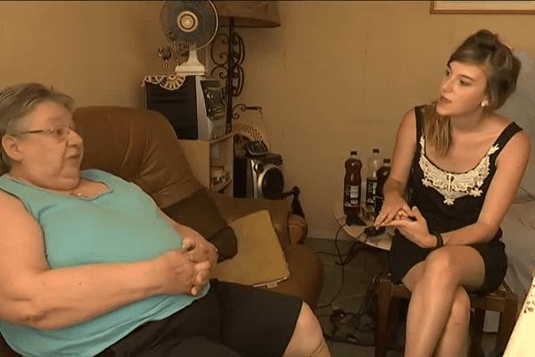 Clémence rend visite à Evelyne pendant les fortes chaleurs