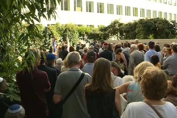 Plusieurs dizaines de personnes ont assisté à une cérémonie en l'hommage aux juifs victimes de la rafle du Vél' d'Hiv' ce mardi 16 juillet.