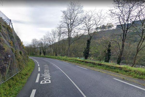 Boulevar de la Mer à Saint-Brieuc où a eu un lieu un accident où un poids lourd est tombé dans la Vallée du Gouëdic
