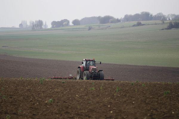 Terres agricoles : L'ombre chinoise c'est dimanche 17 décembre dans Dimanche en politique à 11h30 sur France 3 Auvergne.