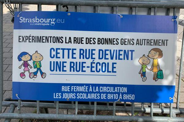 Strasbourg veut développer les rues-école, des voies publiques situées à proximité d'un établissement scolaire est temporairement ou définitivement fermées à la circulation automobile.