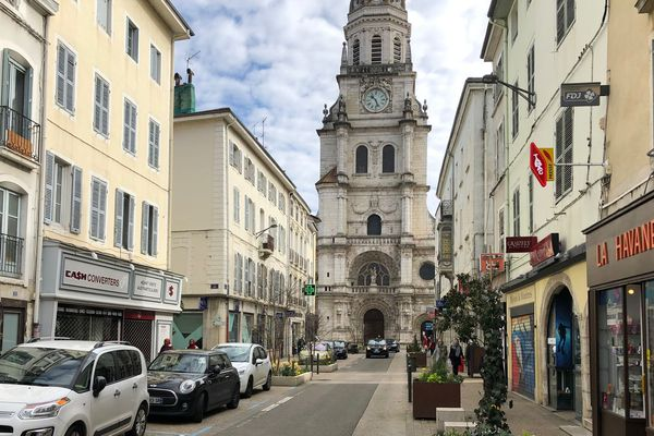 Bourg En Bresse Pour Les Secours Attention Au Stationnement Anarchique