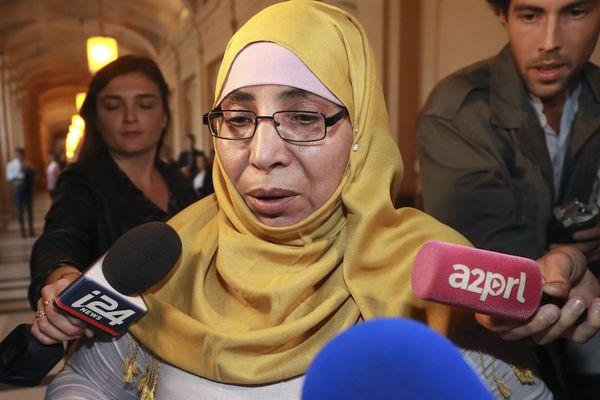 Zoulikha Aziri à son arrivée au palais de justice de Paris