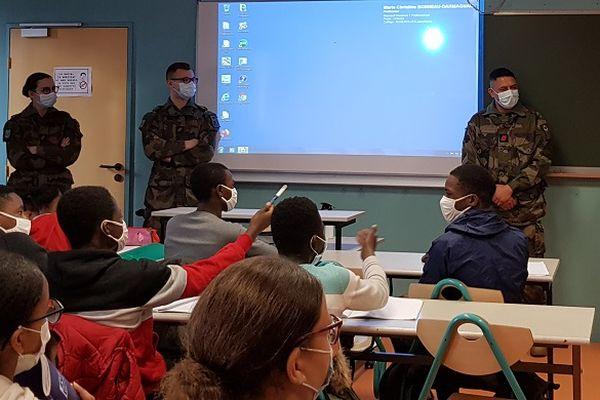 les militaires du RICM lors de leur intervention au collège