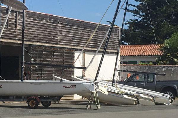Le catamaran de l'école de voile qui s'est retourné ce lundi au large de La Flotte-en-Ré