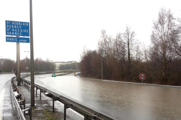 Le périphérique partiellement inondé en ce jour de Noël.