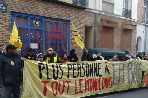Les membres de l'association Droit au logement (DAL) se sont mobilisés ce jeudi suite à l'expulsion de personnes vivant dans un immeuble du 13e arrondissement.