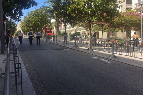 Les rues de Biarritz sous très haut surveillance et difficiles d'accès.