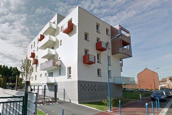 L'homme est tombé d'une fenêtre de son appartement, situé au troisième étage d'un immeuble à Halluin.