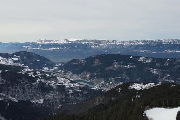 La station du Collet d'Allevard, en Isère, propose des survols immersifs en drone grâce à la réalité virtuelle.